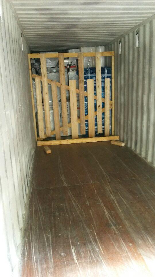 empotage d 39 un conteneur destination de madagascar en images a tessiot d m nagement agent. Black Bedroom Furniture Sets. Home Design Ideas