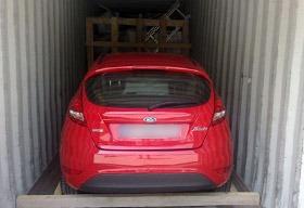 photo de voiture en conteneur