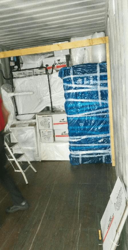 empotage d un conteneur destination de madagascar en images a tessiot d m nagement agent. Black Bedroom Furniture Sets. Home Design Ideas