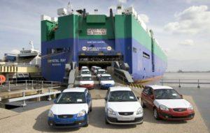 Embarquement d'un véhicule sur un navire ro-ro
